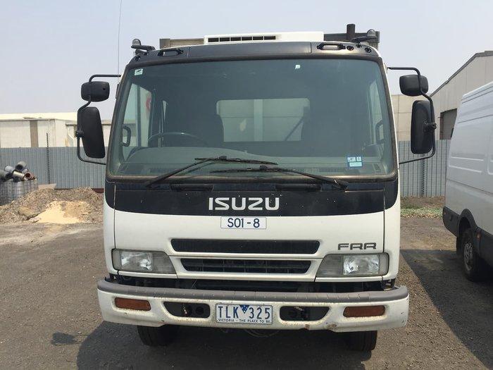 2005 Isuzu FRR500 FRIDGE VAN null null WHITE