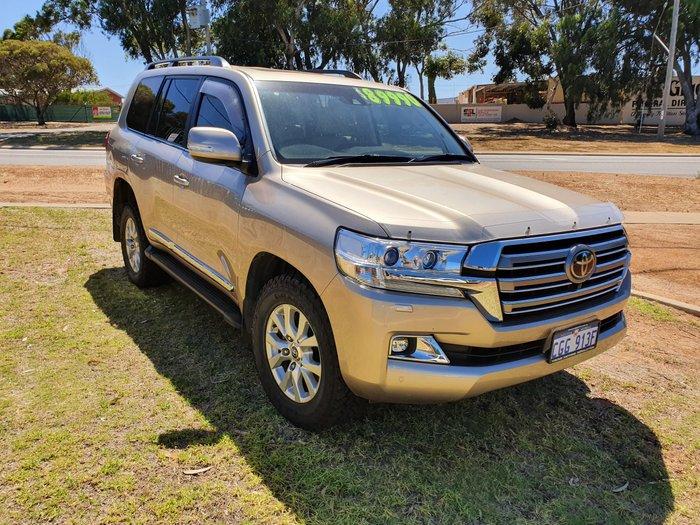2016 Toyota Landcruiser Sahara VDJ200R 4X4 Dual Range null