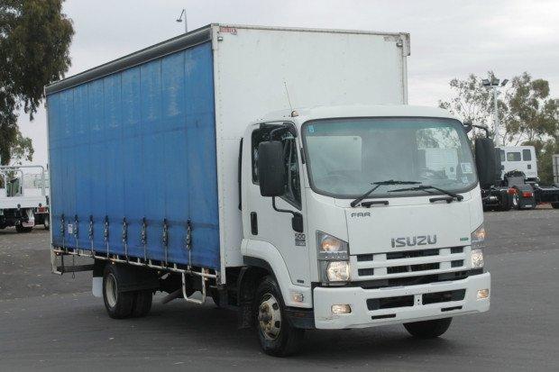2011 Isuzu FRR500 10 Pallet WHITE
