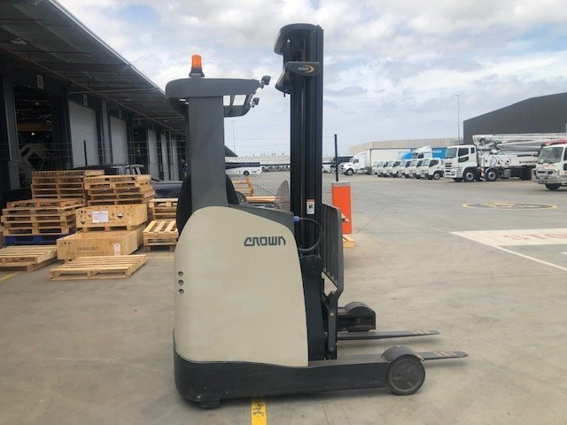 2014 crown esr reach truck