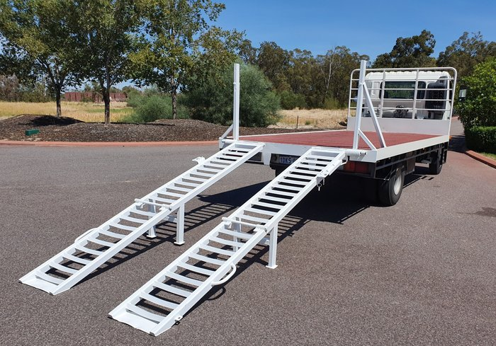 2010 Hino FC 1018-500 Series TRAY TOP WITH RAMPS WHITE