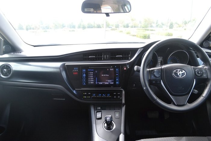2016 Toyota Corolla Hybrid ZWE186R GLACIER WHITE