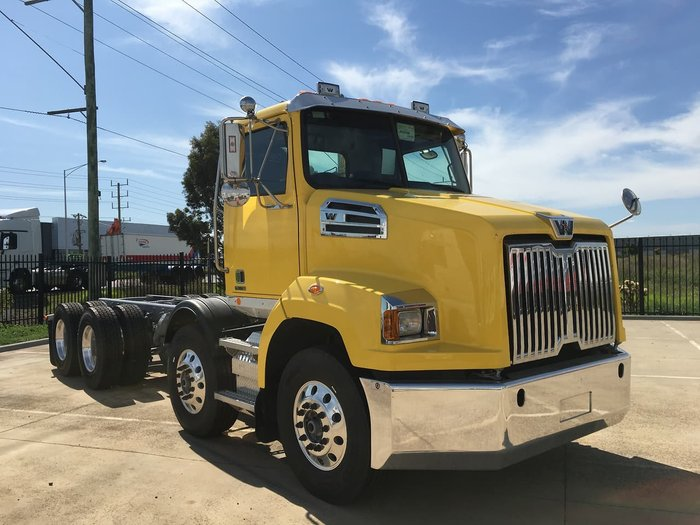 2020 WESTERN STAR 4700 null null Yellow