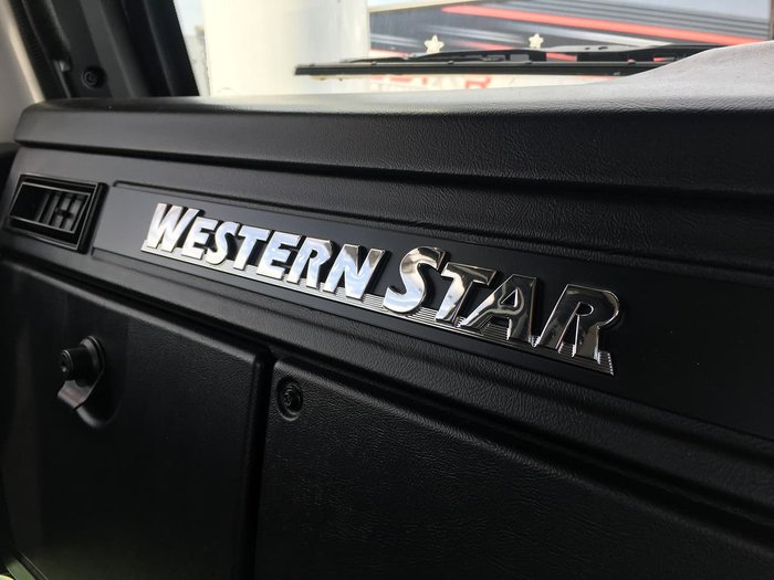 2020 WESTERN STAR 4800 FXB null null White