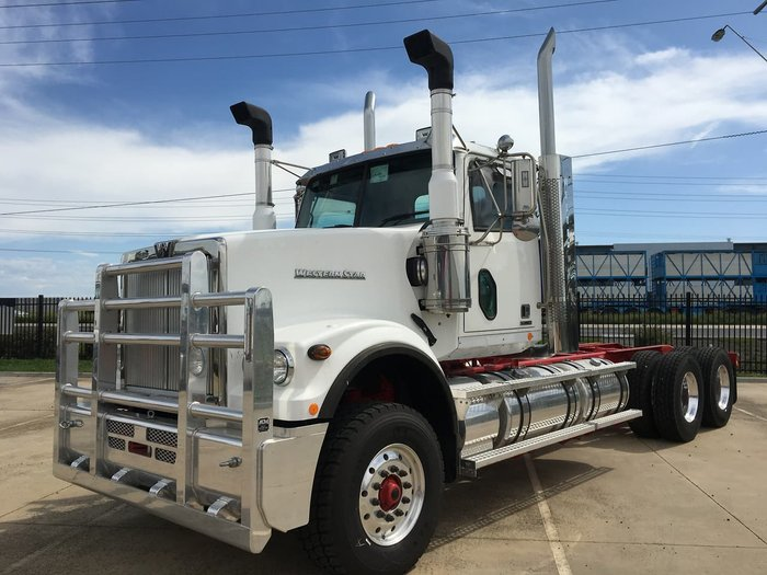 2020 WESTERN STAR 4900 FXC null null White