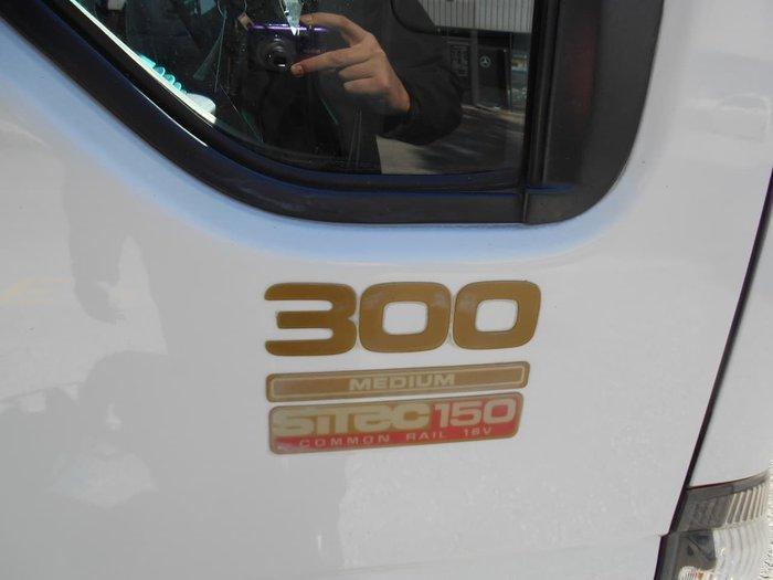 2007 ISUZU NPR 300 null null White