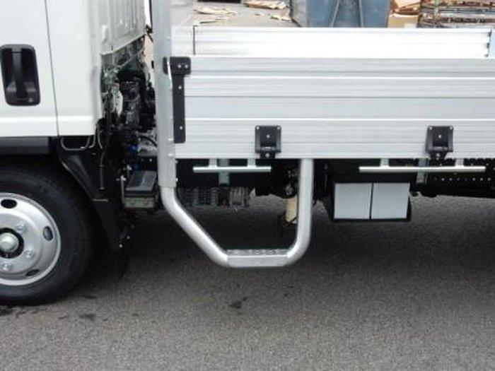 2020 ISUZU NLR 45-150 MANUAL TRAYPACK White