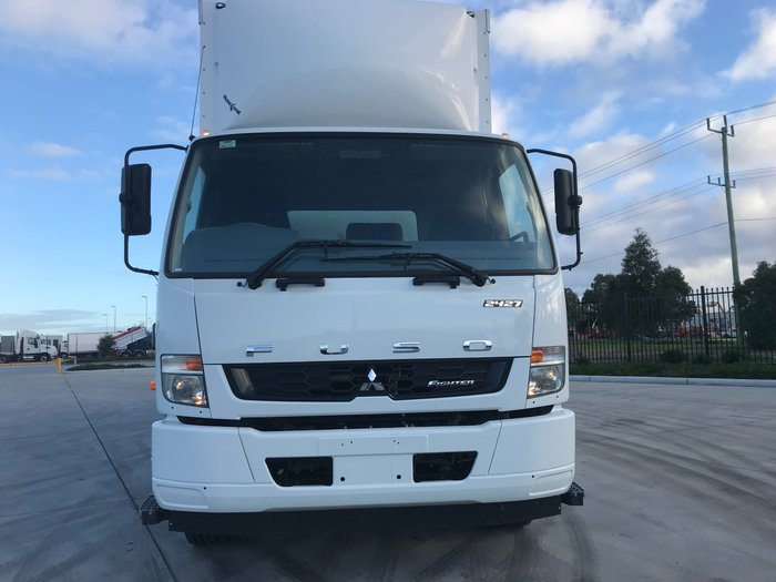 2018 Fuso Fighter 2427 14 PALLET Curtainsider White