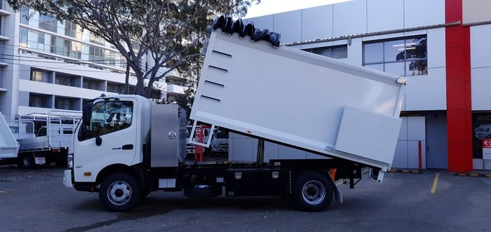 2020 HINO 300 SERIES 921 CUSTOM CHIPPER TIPPER null null White