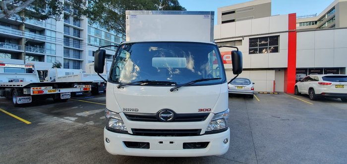 2020 HINO 300 SERIES 616 MEDIUM AUTO null null White