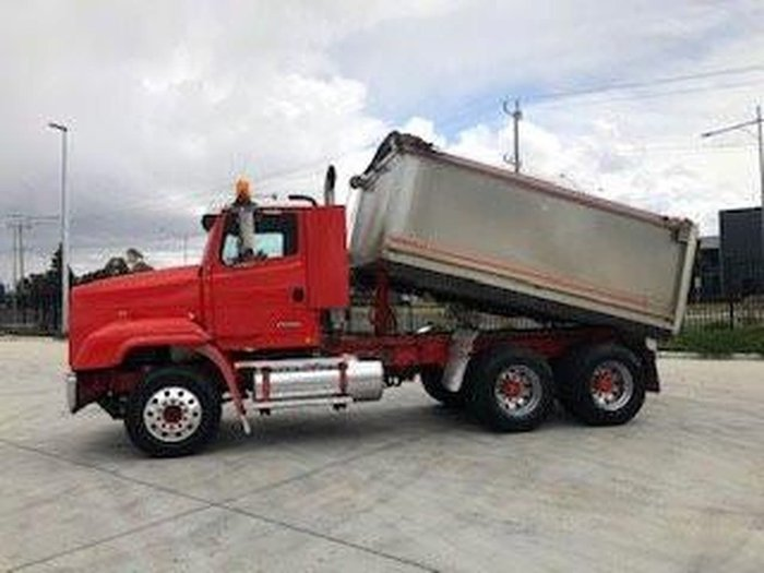 1999 FREIGHTLINER FL112 TIPPER null null RED