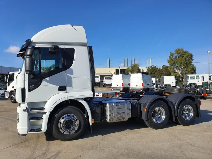 2020 IVECO STRALIS XWAY E6 - HIGH ROOF 460HP 6X4 SLEEPER null null White