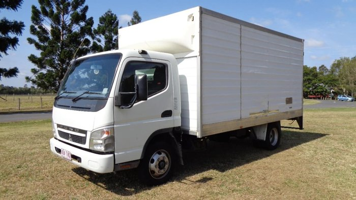 2010 MITSUBISHI CANTER null null White