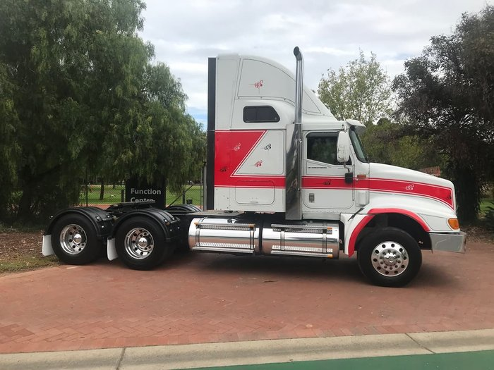 2005 INTERNATIONAL EAGLE 9200 null null White