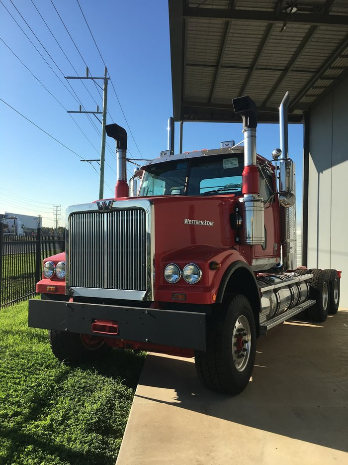 2020 WESTERN STAR 4900 FXC null null Red