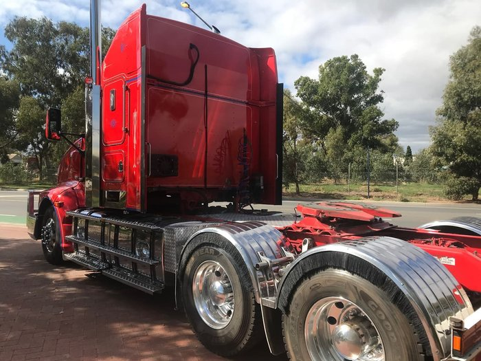 2009 KENWORTH T608 null null Red