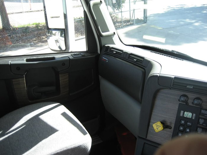 2019 FREIGHTLINER COLUMBIA CL112- 10X4 PRICED TO CLEAR null null White