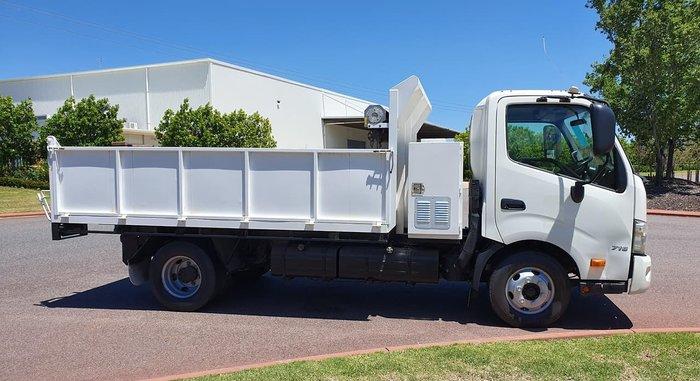 2013 HINO 716 - 300 SERIES TIPPER null null WHITE