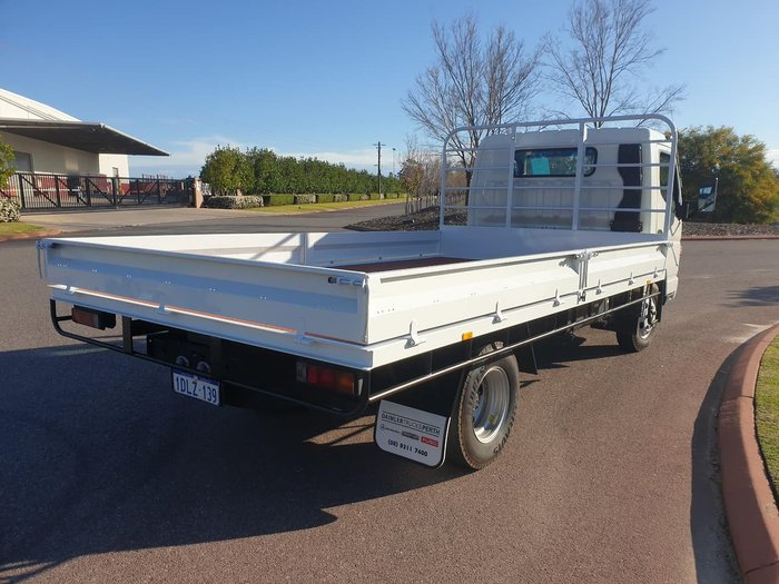 2010 FUSO CANTER 515 TRAY TOP null null WHITE