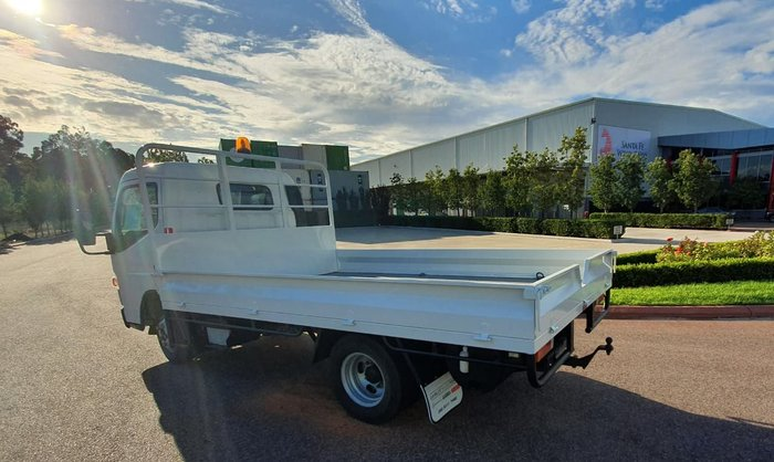 2011 FUSO CANTER 515 NARROW CAB TRAYTOP null null WHITE