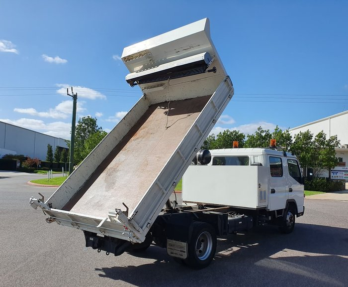 2013 FUSO FUSO 815 DUAL CAB CANTER TIPPER BODY null null WHITE