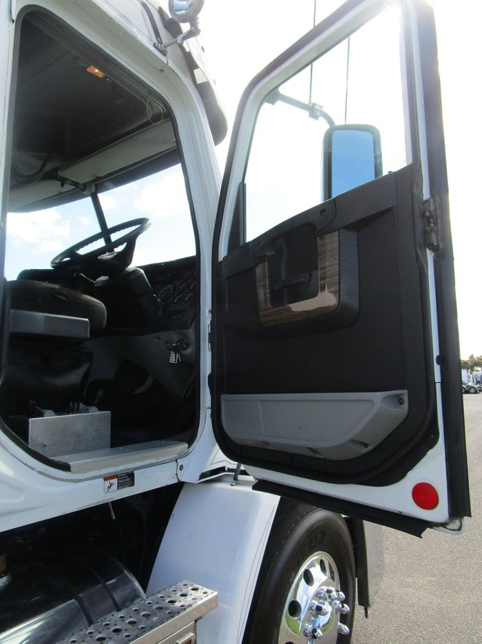 2012 FREIGHTLINER CENTURY CST112 PTO HYD null null white