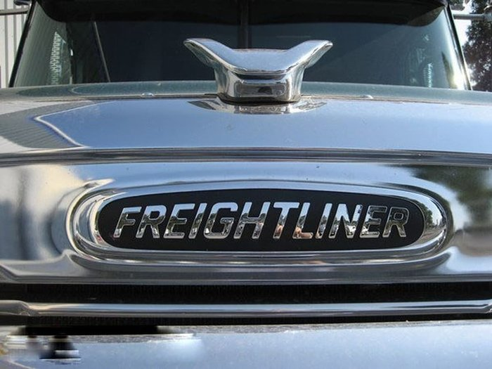 2020 FREIGHTLINER CORONADO 114- PRICED TO CLEAR null null White