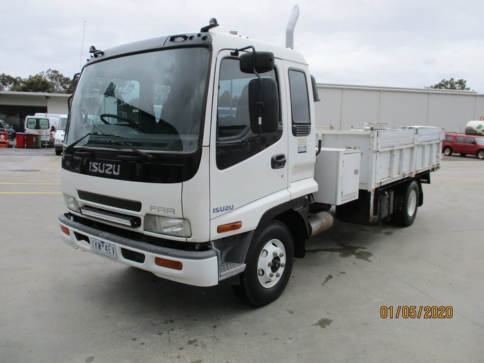 2002 ISUZU FRR 500 MEDIUM null null White
