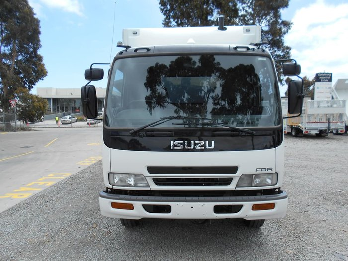 2005 ISUZU FRR 550 MEDIUM null null White