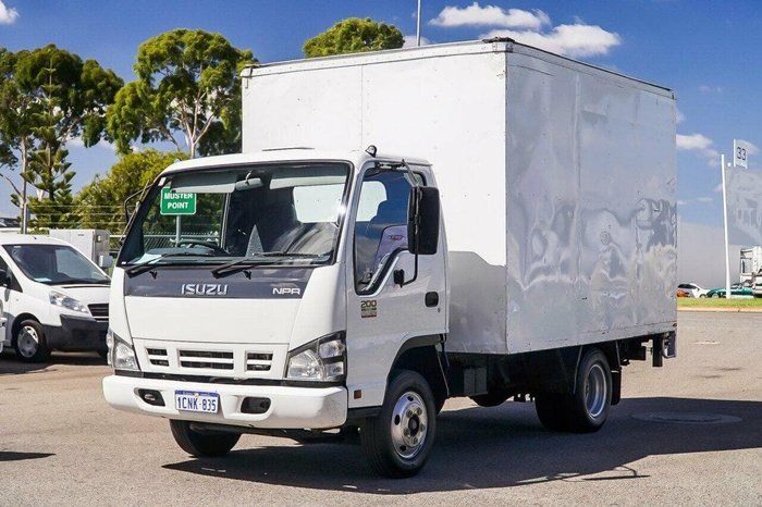 2007 ISUZU NPR N5200 MEDIUM null null White