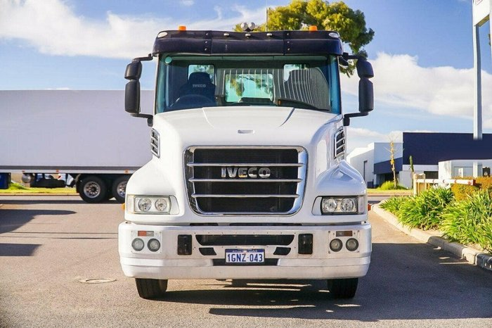 2013 IVECO POWERSTAR 560HP AUTO null null White