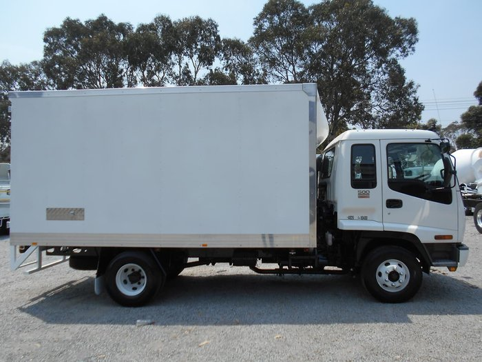 2004 ISUZU FRR 500 LONG null null White