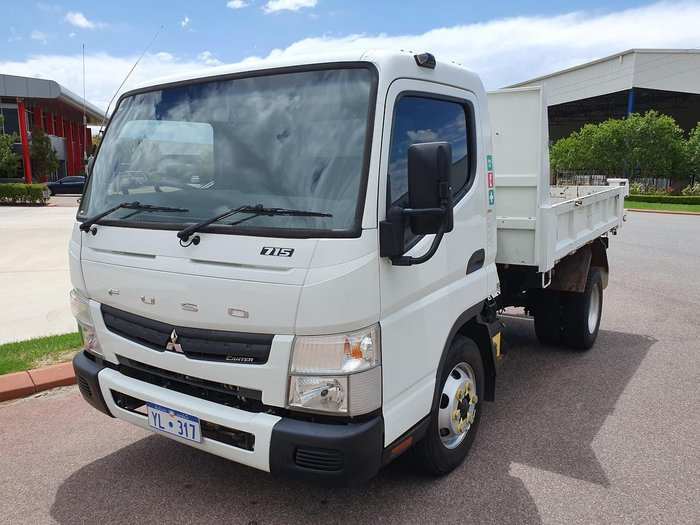 2015 FUSO CANTER 715 WIDE TIPPER null null WHITE