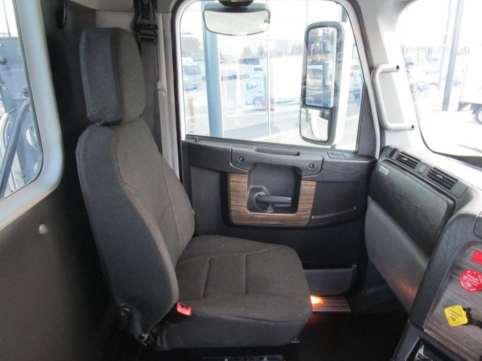 2016 FREIGHTLINER COLUMBIA null null WHITE