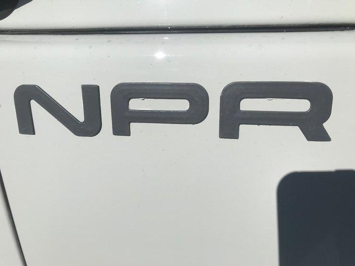 2011 ISUZU NPR400 null null WHITE