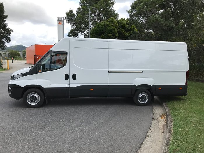 2020 IVECO 35S17 null null WHITE