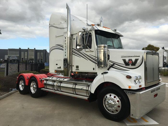 2020 WESTERN STAR 4800 null null White