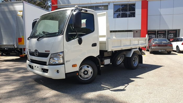 2020 HINO 300 SERIES 617 SHORT TIPPER null null White