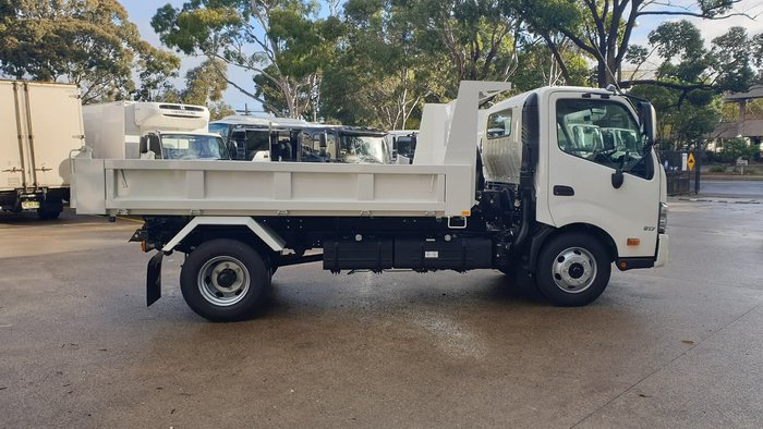 2020 HINO 300 SERIES 917 TIPPER null null White