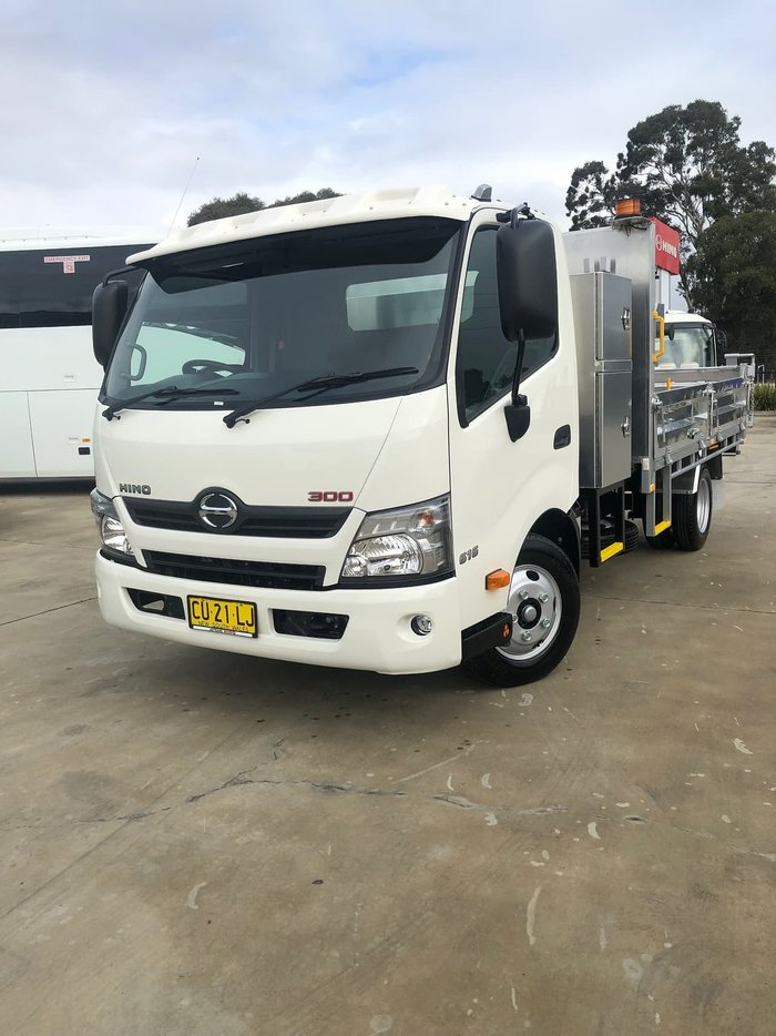 2020 HINO 300 SERIES 616 MEDIUM AUTO ALLOY TIPPER WITH TOOL BOX null null White