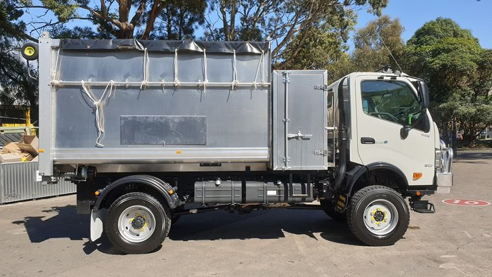 2020 HINO 300 SERIES 817 4X4 CHIPPER TIPPER null null White