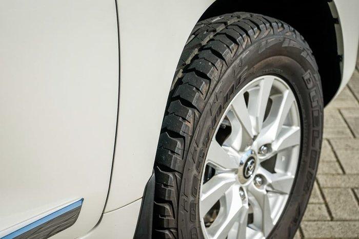 2015 Toyota Landcruiser Sahara VDJ200R 4X4 Dual Range White