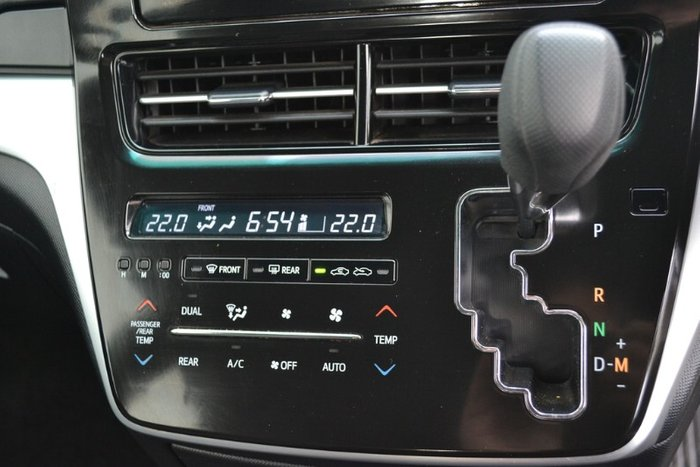 2017 Toyota Tarago GLi ACR50R GLACIER WHITE