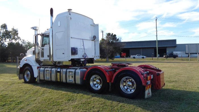 2014 MACK SUPERLINER null null White