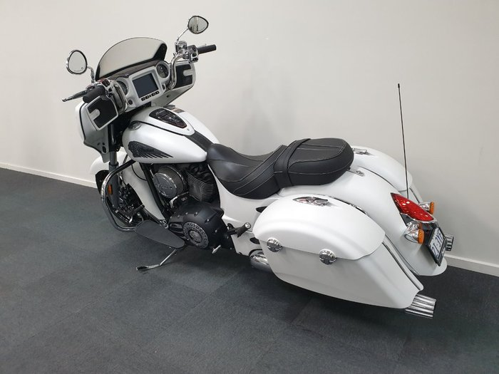 2019 Indian CHIEFTAIN DARK HORSE WHITE White