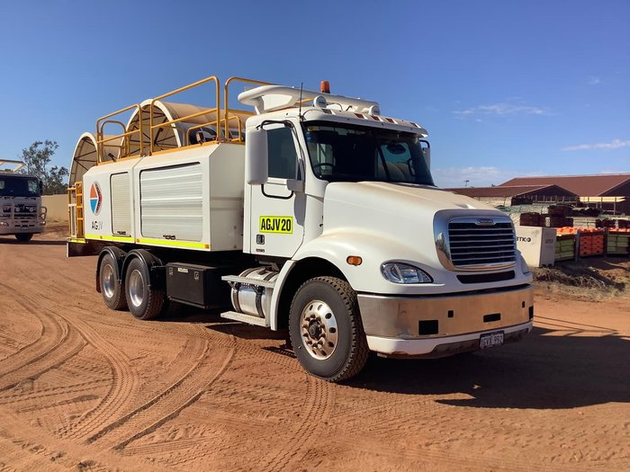 2011 FREIGHTLINER CL112 null null WHITE