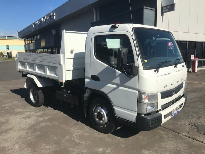 2016 MITSUBISHI CANTER 715 null null WHITE