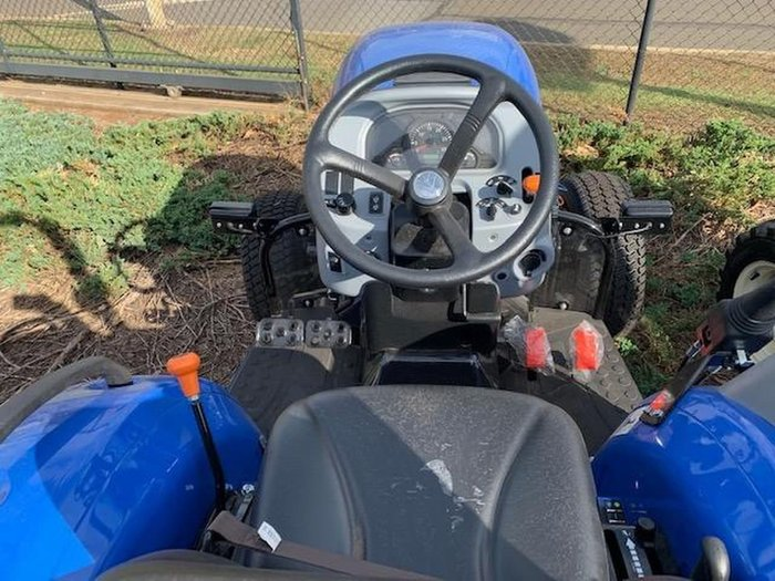 2020 NEW HOLLAND BOOMER 30 null null Blue