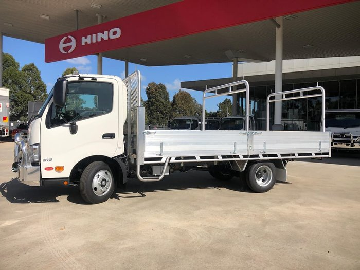 2020 HINO 616 MED TRADE ACE null null White