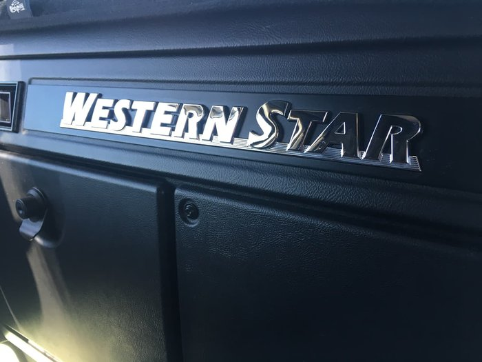 2020 WESTERN STAR 5800 null null white